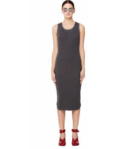 Облегающее платье серое в рубчик James Perse