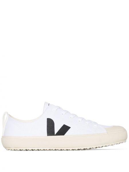 Парусиновые белые кеды на шнуровке Veja