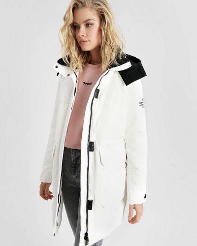 Теплая белая зимняя куртка O'stin
