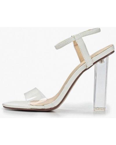 Босоножки белые на каблуке Bellamica