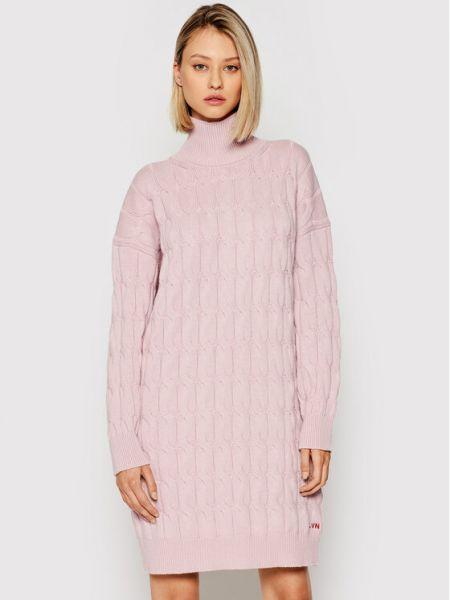 Różowa sukienka dzianinowa Liviana Conti