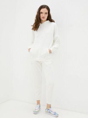 Костюмный белый спортивный костюм Vitacci