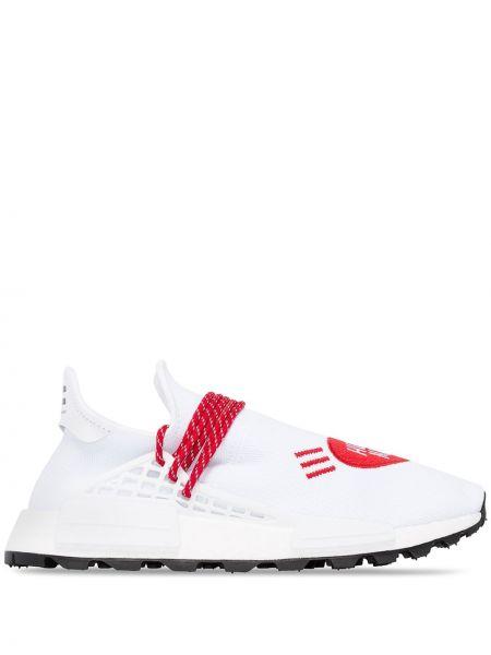 Białe sneakersy Adidas By Pharrell Williams