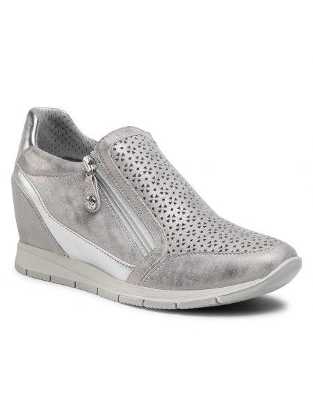 Sneakersy na koturnie srebrne Go Soft