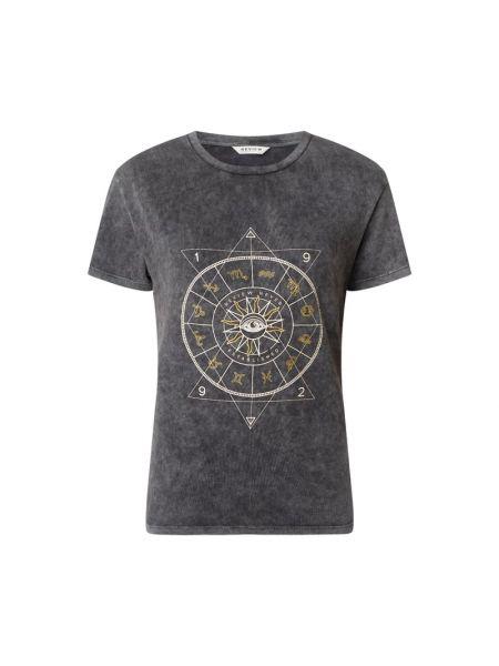 T-shirt z printem Review