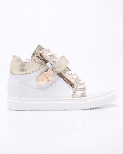Белые кроссовки на шнуровке Carinii
