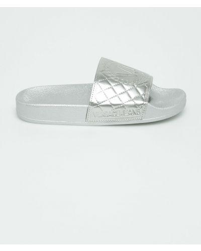 Джинсы серебряного цвета Versace Jeans