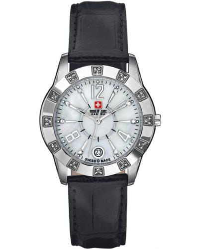 Часы на кожаном ремешке кварцевые водонепроницаемые с камнями Swiss Military Hanowa