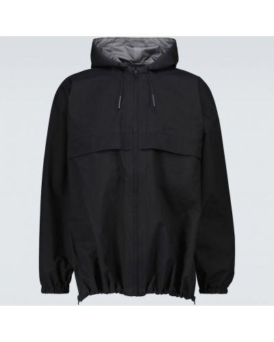 Czarny płaszcz przeciwdeszczowy z kapturem Gr10k