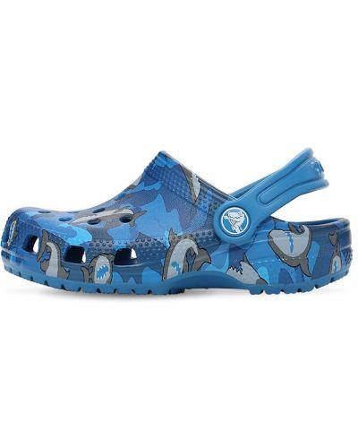 Синие с ремешком сандалии Crocs