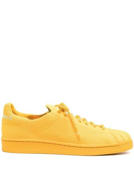 Żółte sneakersy płaska podeszwa sznurowane Adidas By Pharrell Williams