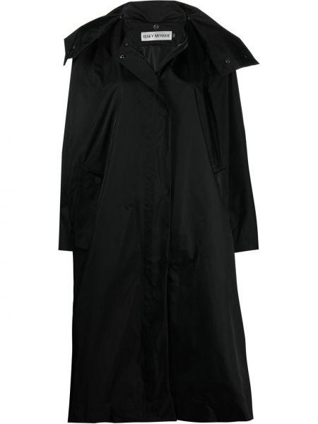 Czarny długi płaszcz z długimi rękawami z nylonu Issey Miyake