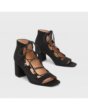 Туфли на каблуке на шнуровке Stradivarius