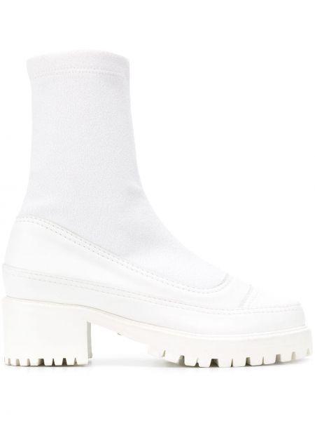 Белые носки Nicole Saldaña