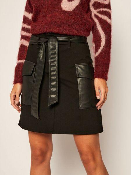 Czarna spódnica trapezowa Iblues