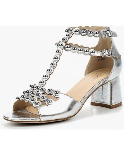 Босоножки на каблуке кожаные серебряный Sergio Todzi