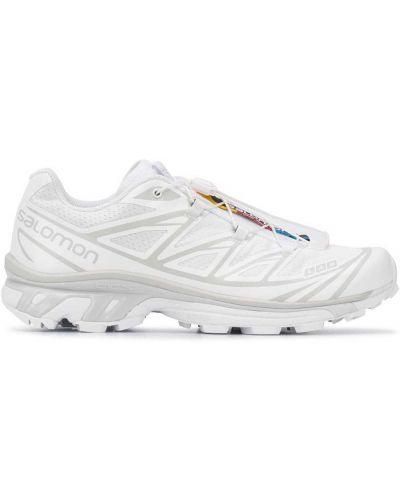 Белые массивные кроссовки с нашивками на шнуровке Salomon S/lab