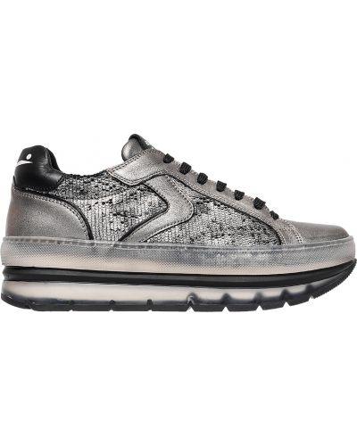 Кроссовки серебряного цвета Voile Blanche