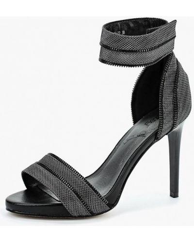 Серые босоножки на каблуке Betsy
