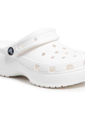 Białe chodaki na koturnie Crocs