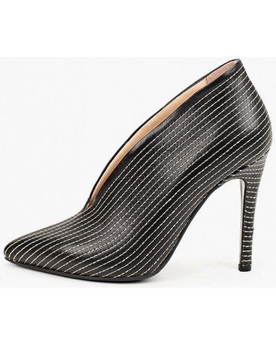 Черные кожаные туфли закрытые Hestrend