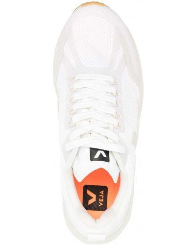 Белые кроссовки на шнурках на каблуке Veja