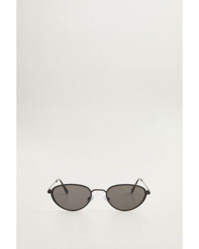 Солнцезащитные очки черные Mango