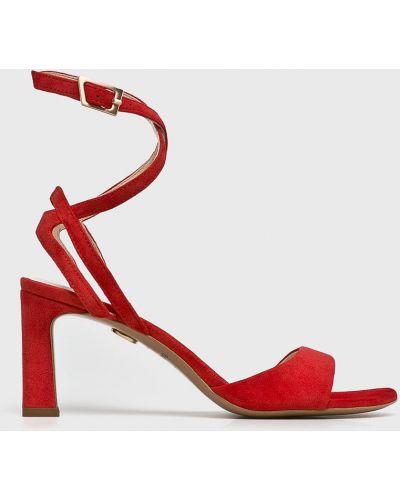Кожаные босоножки на шпильке - красные Baldowski