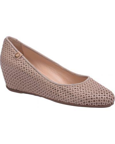 Кожаные туфли на каблуке с перфорацией Pakerson