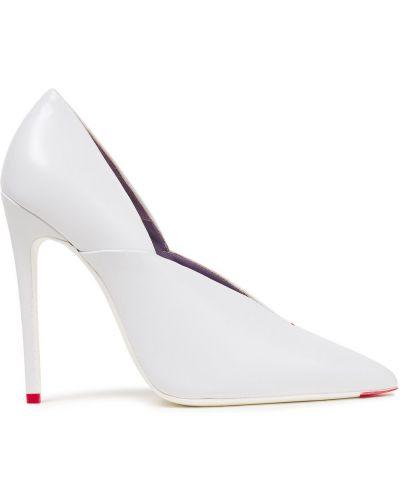 Białe czółenka skorzane w szpic Victoria Beckham