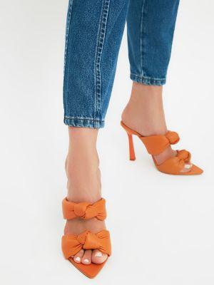 Kapcie na obcasie - pomarańczowe Trendyol