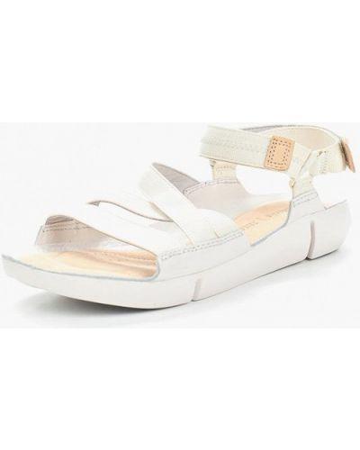 Бежевые сандалии Clarks