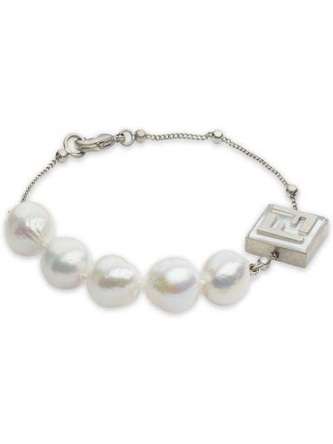 Biała bransoletka perły srebrna Fendi