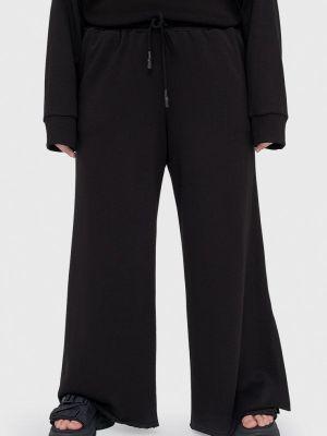 Черные весенние брюки Lessismore