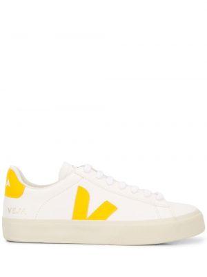 Белые кроссовки свободного кроя на шнуровке с заплатками Veja