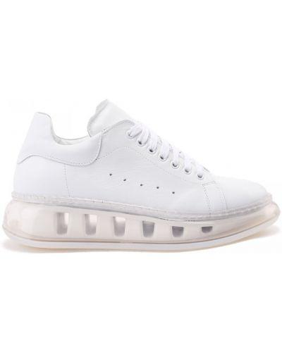 Кожаные белые кеды на шнуровке Doria Maria