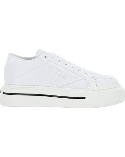 Białe sneakersy Prada