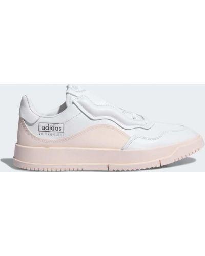 Теннисные повседневные белые кроссовки на шнуровке Adidas