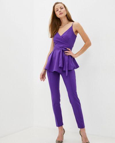 Костюмный фиолетовый брючный костюм Toryz