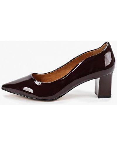 Туфли на каблуке кожаные бордовый Caprice