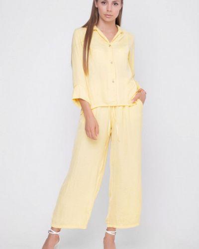 Костюмный желтый брючный костюм Sfn
