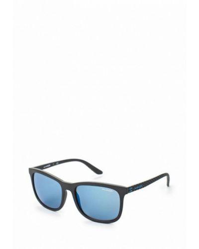 Солнцезащитные очки черные Arnette