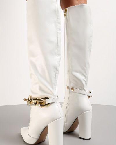 Белые кожаные сапоги Born2be