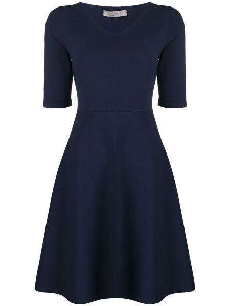 Приталенное с рукавами синее платье D.exterior