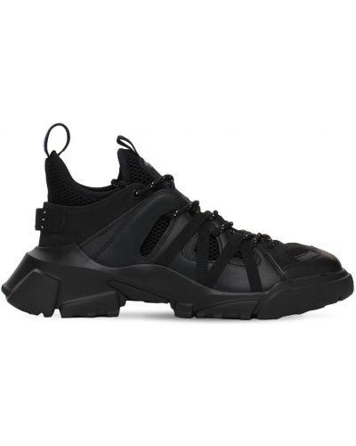 Czarne sneakersy na obcasie koronkowe Mcq