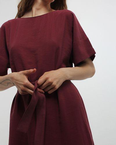 Бордовое платье с поясом Dasti