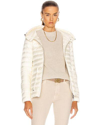 Стеганая пуховая белая куртка Moncler