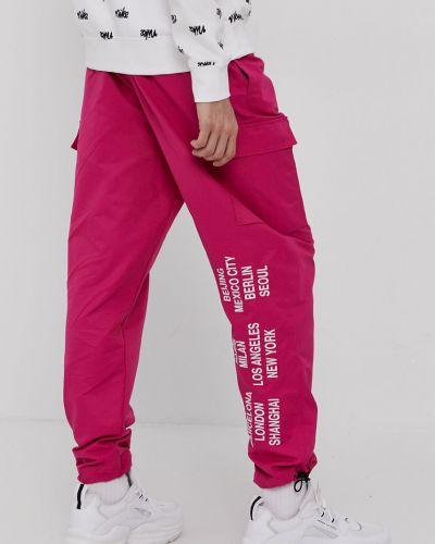 Różowe spodnie materiałowe Nike Sportswear