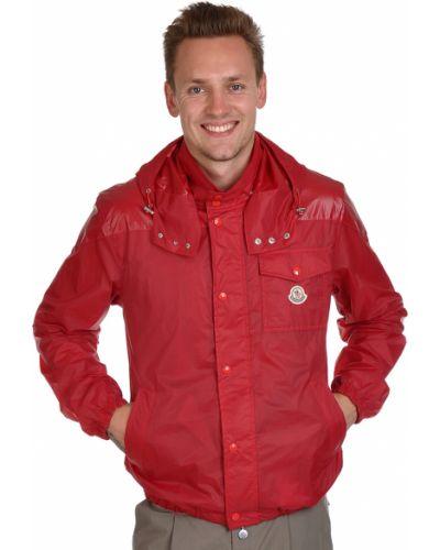 Красная ветровка Moncler