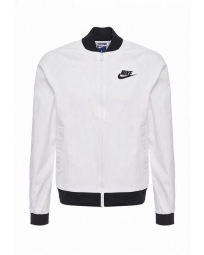 Белая куртка Nike